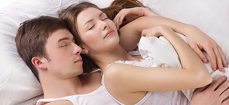 samen in slaap vallen na de seks