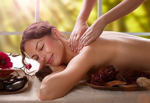 Stel geeft elkaar massages