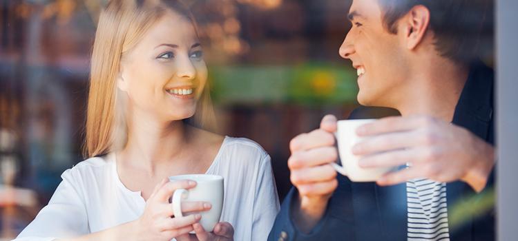 koppel gaat succesvol daten op tinder met koffie